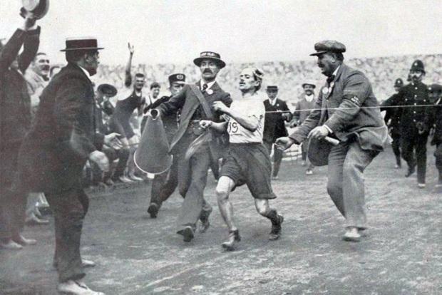 Cười bò khi nghe chuyện về thế vận hội Olympics lắm drama và đáng xấu hổ nhất trong lịch sử thể thao chuyên nghiệp - Ảnh 10.
