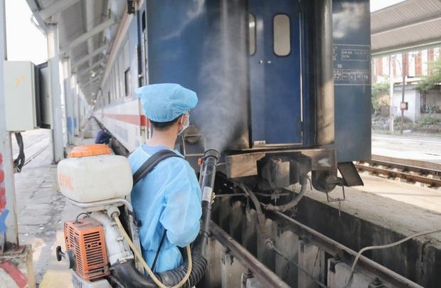Ngành đường sắt miễn phí đổi và trả vé cho khách có ga đi hoặc đến Đà Nẵng, Tam Kỳ, Quảng Ngãi - Ảnh 1.