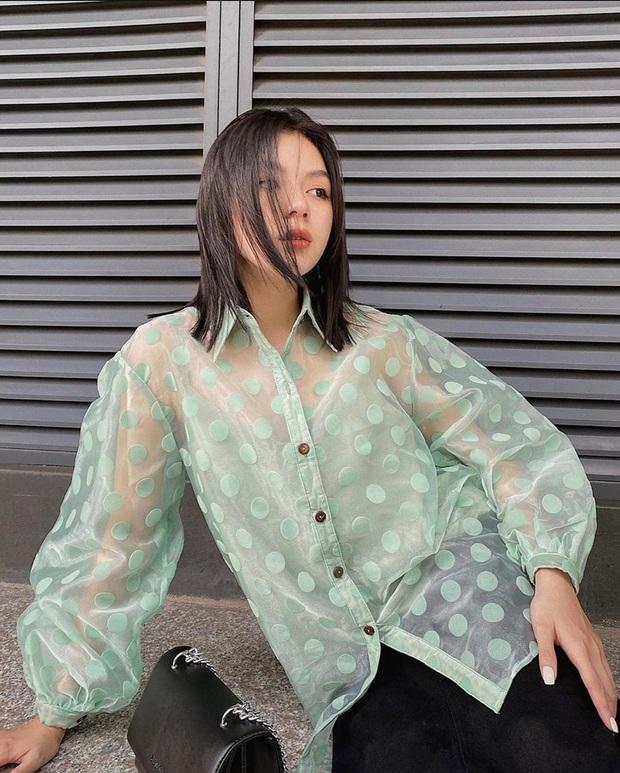Muốn ăn diện nửa kín nửa hở sang chảnh chuẩn style Hàn, chị em phải sắm ngay áo sơ mi xuyên thấu - Ảnh 17.