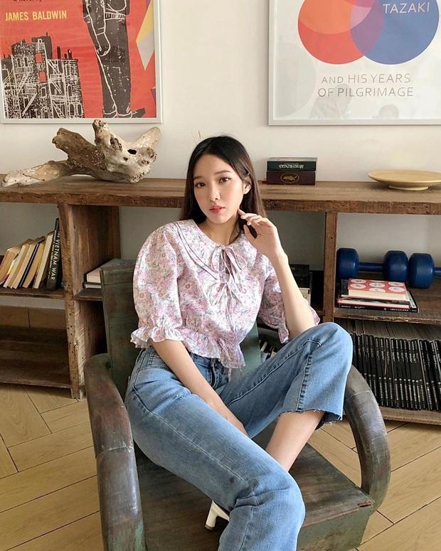 Được ngày lên đồ cute như cô gái nhà bên nhưng Lisa lại quất bộ phụ kiện gần 1 tỷ VNĐ, lai lịch chiếc áo khiến fan ấm lòng  - Ảnh 7.