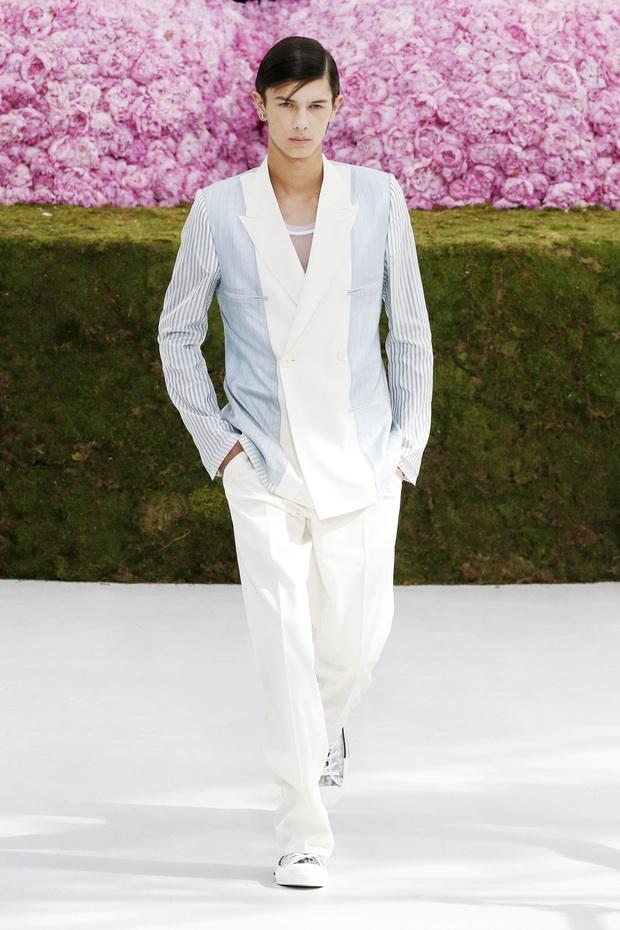 Hoàng tử Đan Mạch: Cậu con lai Âu- Á với thần thái đỉnh cao được các nhà mốt chọn mặt gửi vàng nhưng chỉ coi thời trang là một cuộc dạo chơi - Ảnh 5.