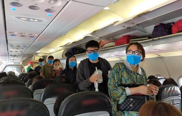 Hỏa tốc yêu cầu siết chặt phòng chống dịch trên máy bay, xe buýt, xe khách, taxi - Ảnh 1.