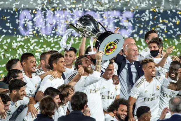 """Vừa """"ẵm"""" cúp, Real Madrid lại """"xin"""" cầu thủ… giảm lương  - Ảnh 1."""