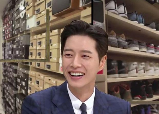 Nam thần Park Hae Jin cũng là đầu giày chính hiệu: Sở hữu 1.800 đôi sneaker, phòng để giày hệt như kho hàng của các shop - Ảnh 1.
