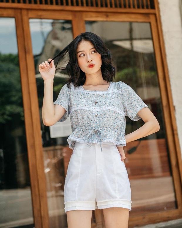 Được ngày lên đồ cute như cô gái nhà bên nhưng Lisa lại quất bộ phụ kiện gần 1 tỷ VNĐ, lai lịch chiếc áo khiến fan ấm lòng  - Ảnh 5.