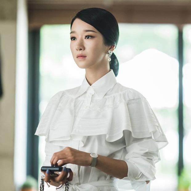 Nhìn Irene và Seo Ye Ji đụng hàng mới thấy khó tin 2 nàng gần bằng tuổi: Người sang như công nương, người trẻ như nữ sinh - Ảnh 1.