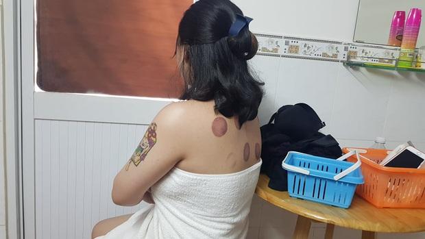 Bắt quả tang 2 nữ tiếp viên tắm tiên, kích dục cho khách ở tiệm massage tại Sài Gòn - Ảnh 2.