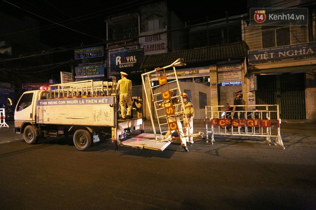 Đà Nẵng sau 0h ngày 28/7: Chính thức cách ly xã hội tại 6 quận, phong toả các tuyến đường quanh 3 bệnh viện - Ảnh 1.