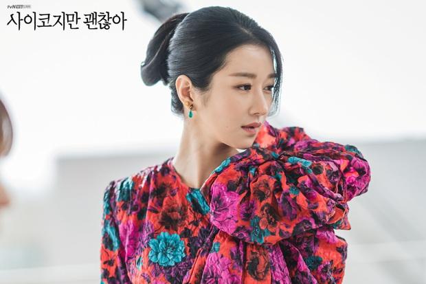 Chẳng đợi tới 2020 mới khoe máu điên, Seo Ye Ji còn thí mạng khi lái xe ngược chiều và tự sát bằng khí than trên phim trường - Ảnh 1.