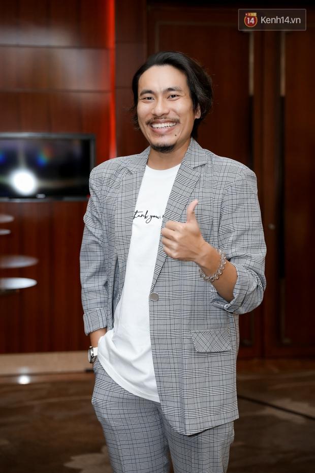 Kaity Nguyễn tự nguyện cách li tại nhà vẫn quyết tâm bóc phốt bồ cũ Kiều Minh Tuấn qua video call ở họp báo Tiệc Trăng Máu - Ảnh 8.