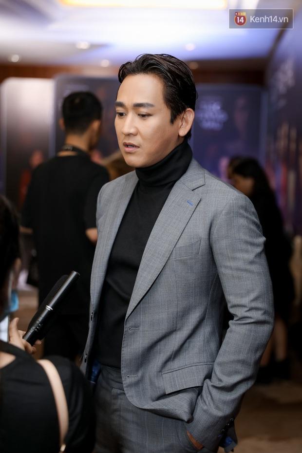 Kaity Nguyễn tự nguyện cách li tại nhà vẫn quyết tâm bóc phốt bồ cũ Kiều Minh Tuấn qua video call ở họp báo Tiệc Trăng Máu - Ảnh 9.
