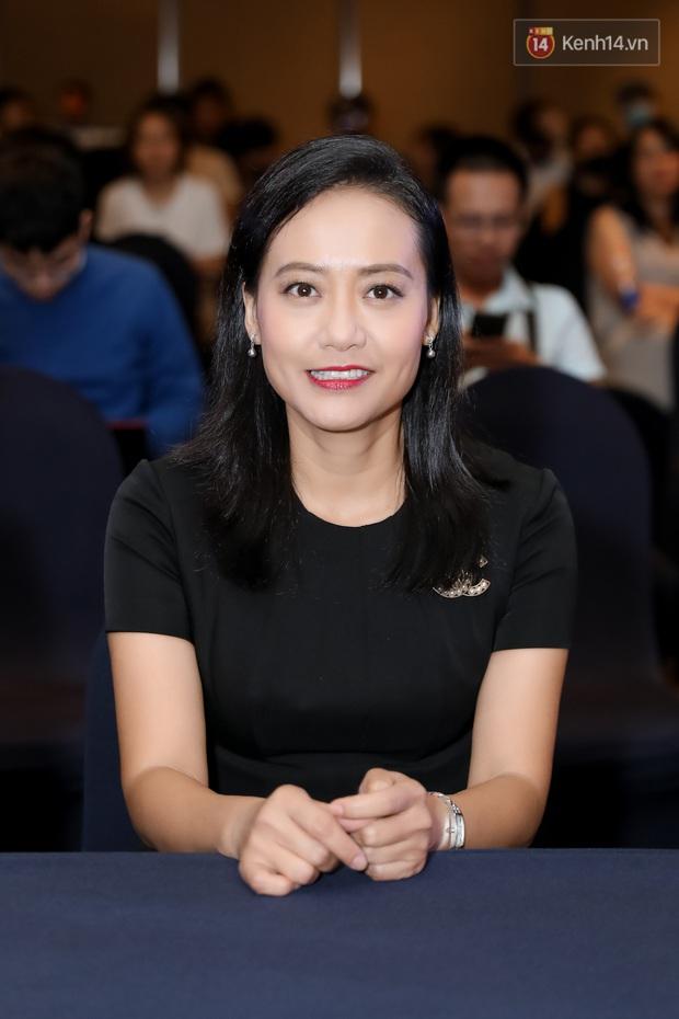 Kaity Nguyễn tự nguyện cách li tại nhà vẫn quyết tâm bóc phốt bồ cũ Kiều Minh Tuấn qua video call ở họp báo Tiệc Trăng Máu - Ảnh 7.