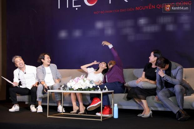 Kaity Nguyễn tự nguyện cách li tại nhà vẫn quyết tâm bóc phốt bồ cũ Kiều Minh Tuấn qua video call ở họp báo Tiệc Trăng Máu - Ảnh 11.