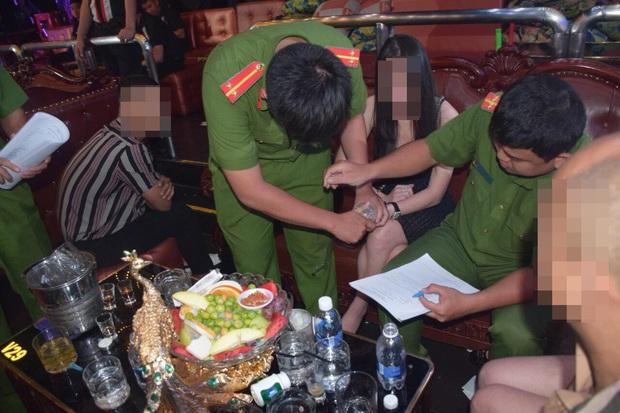 Đột kích 2 tụ điểm thác loạn của dân chơi ở trung tâm Sài Gòn - Ảnh 2.