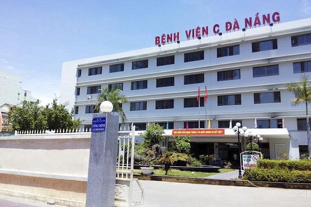 Xúc động khi xem video bác sĩ tại bệnh viện C Đà Nẵng hát Năm Anh Em Trên Một Chiếc Xe Tăng để động viên bệnh nhân trong khu cách ly - Ảnh 5.
