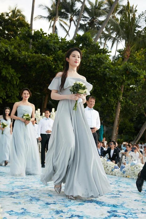Thần tiên tỷ tỷ Lưu Diệc Phi rất ít khi làm phù dâu đám cưới, xem ảnh xong mới vỡ lẽ ra nguyên nhân vì sao - Ảnh 3.