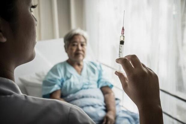 HBO đưa COVID-19 vào tầm ngắm, sản xuất series phim về hành trình tìm vắc xin tiêu diệt đại dịch - Ảnh 1.
