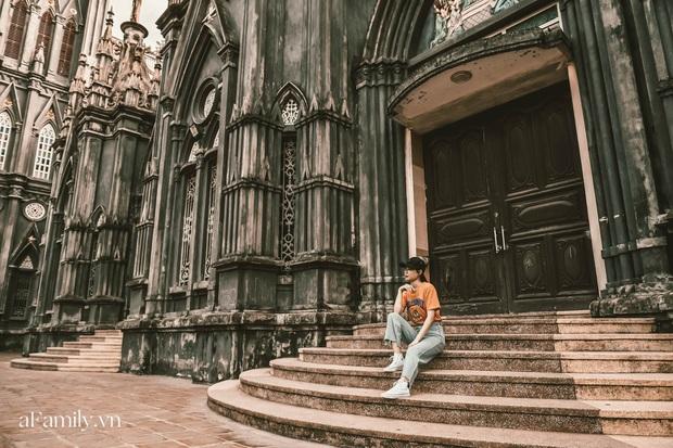 Nhà thờ đang hot ở Nam Định được ví y như trên phim Harry Potter.