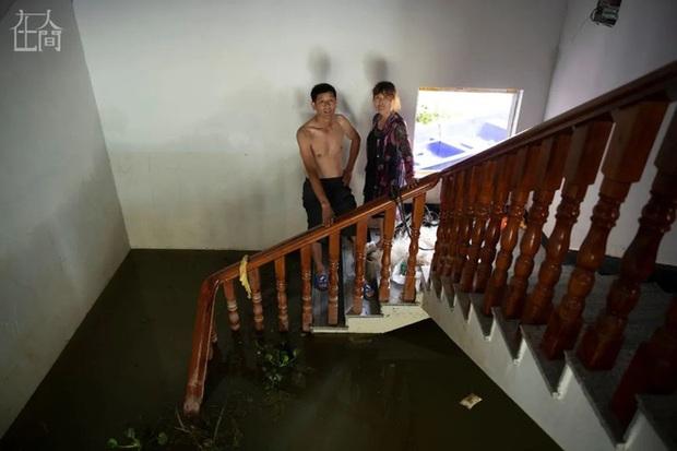 Người Trung Quốc giữa mênh mông sóng nước: Chống lũ, chống dịch bệnh, chống kẻ cắp - Ảnh 4.
