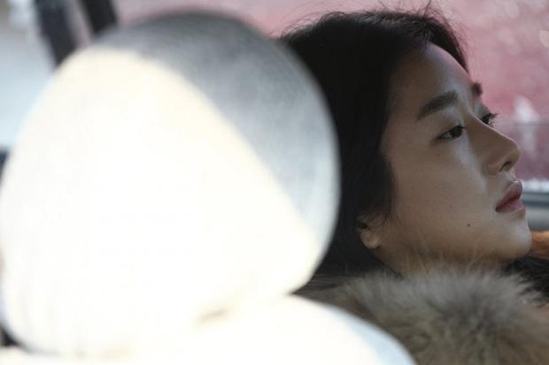 Chẳng đợi tới 2020 mới khoe máu điên, Seo Ye Ji còn thí mạng khi lái xe ngược chiều và tự sát bằng khí than trên phim trường - Ảnh 6.
