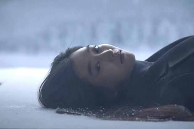 Chẳng đợi tới 2020 mới khoe máu điên, Seo Ye Ji còn thí mạng khi lái xe ngược chiều và tự sát bằng khí than trên phim trường - Ảnh 5.