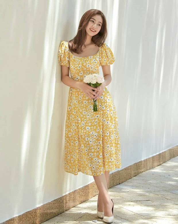 """Váy hoa cổ vuông vừa nữ tính vừa sexy hot rần rần: Ngọc Trinh, Seohyun đều diện, team """"bánh bèo"""" chớ bỏ qua - Ảnh 8."""