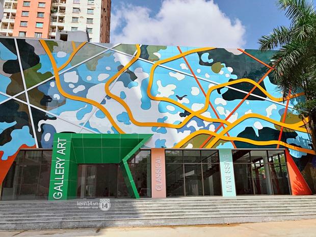 Sơn đủ 7 sắc cầu vồng xanh, đỏ, cam, vàng..., Đại học Kiến trúc Hà Nội xứng danh ngôi trường màu mè nhất Việt Nam! - Ảnh 2.