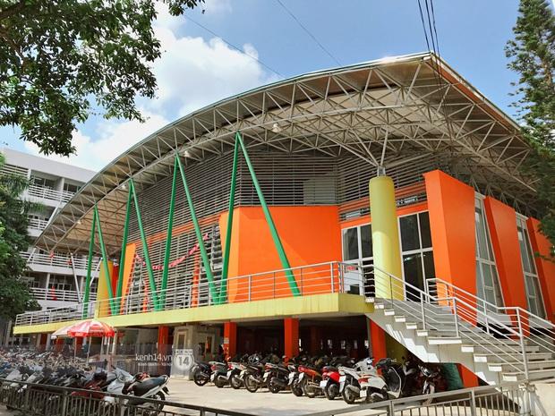 Sơn đủ 7 sắc cầu vồng xanh, đỏ, cam, vàng..., Đại học Kiến trúc Hà Nội xứng danh ngôi trường màu mè nhất Việt Nam! - Ảnh 7.