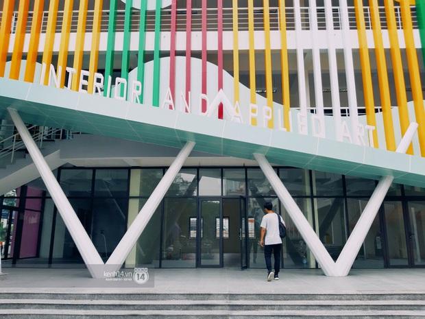 Sơn đủ 7 sắc cầu vồng xanh, đỏ, cam, vàng..., Đại học Kiến trúc Hà Nội xứng danh ngôi trường màu mè nhất Việt Nam! - Ảnh 4.