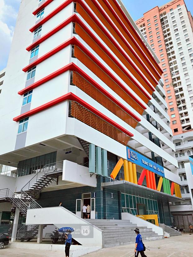 Sơn đủ 7 sắc cầu vồng xanh, đỏ, cam, vàng..., Đại học Kiến trúc Hà Nội xứng danh ngôi trường màu mè nhất Việt Nam! - Ảnh 6.