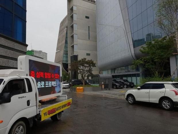 Fan của Mino (WINNER) thuê xe tải biểu tình uy hiếp YG, ai ngờ làm dân mạng Hàn… xấu hổ thay cho idol vì là rapper nhưng bị đòi nhảy khó? - Ảnh 5.
