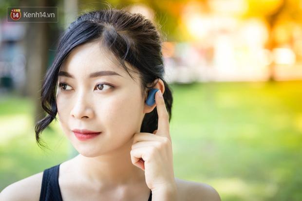 Trải nghiệm tai nghe hạt đậu nhỏ Sony WF-SP800N: Phù hợp với người chơi thể thao, năng động nhưng giá cao! - Ảnh 5.