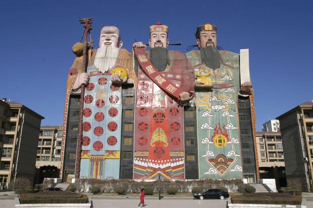 Ghé thăm Hà Bắc - nơi các tòa nhà xấu nhất Trung Quốc tụ tập và đua nhau khoe sắc mỗi ngày - Ảnh 2.
