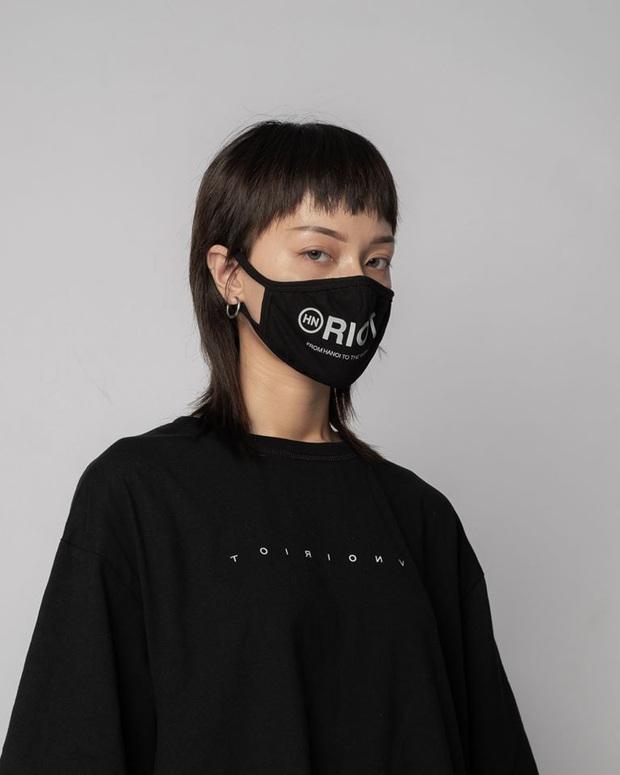 Các local brand Việt có nhiều khẩu trang vải cool quá: Diện vừa an toàn, vừa chất lại tiết kiệm hẳn so với khẩu trang giấy - Ảnh 3.