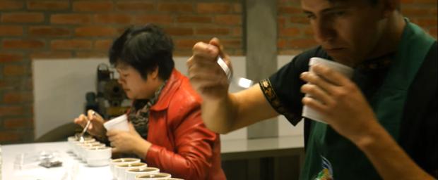 Vén màn bí mật quy trình sản xuất cà phê lon - Ảnh 4.