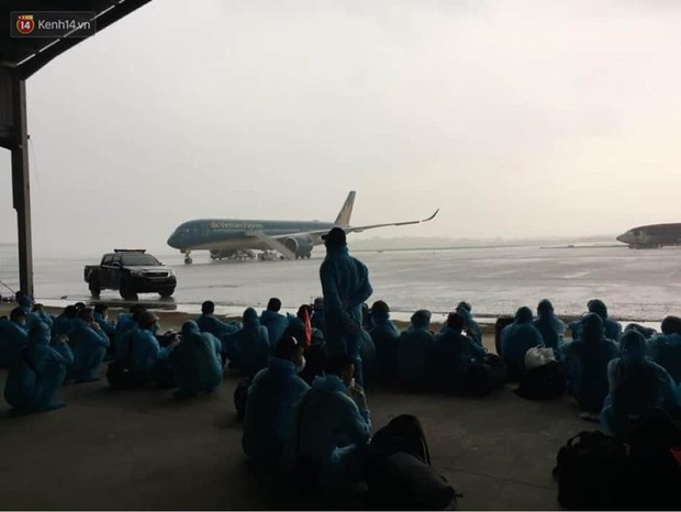 Chiều nay, chuyến bay đưa 219 công dân Việt Nam từ Guinea Xích đạo sẽ hạ cánh tại Nội Bài - Ảnh 6.
