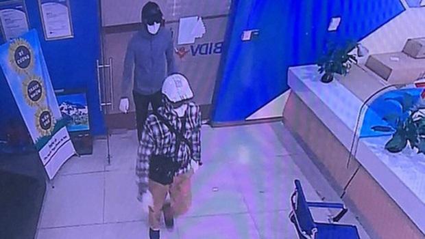 Hà Nội: Đã bắt được 2 nghi phạm nổ súng, cướp gần 900 triệu đồng tại chi nhánh ngân hàng BIDV - Ảnh 1.