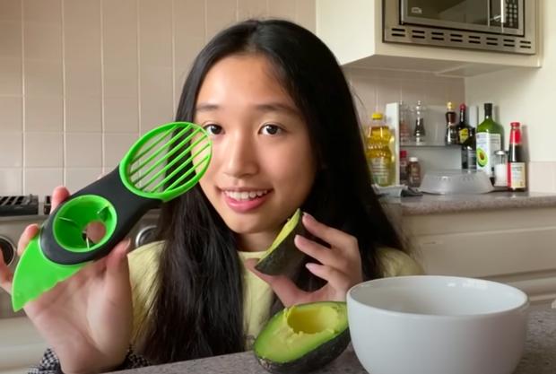 Khi Jenny Huỳnh review... dụng cụ làm bếp: Thử đồ tách bơ 3-in-1, quảng cáo thì loá mắt nhưng thực tế cũng thường thôi? - Ảnh 5.