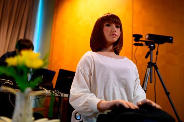 Lạ lùng: Robot làm nữ chính bom tấn lại còn mất 2 năm để học diễn như con người? - Ảnh 3.