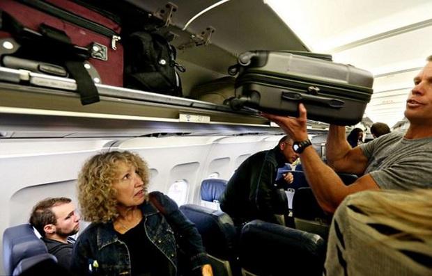 Tại sao mỗi hành khách thường chỉ được mang tối đa 7kg hành lý xách tay khi lên máy bay? - Ảnh 3.