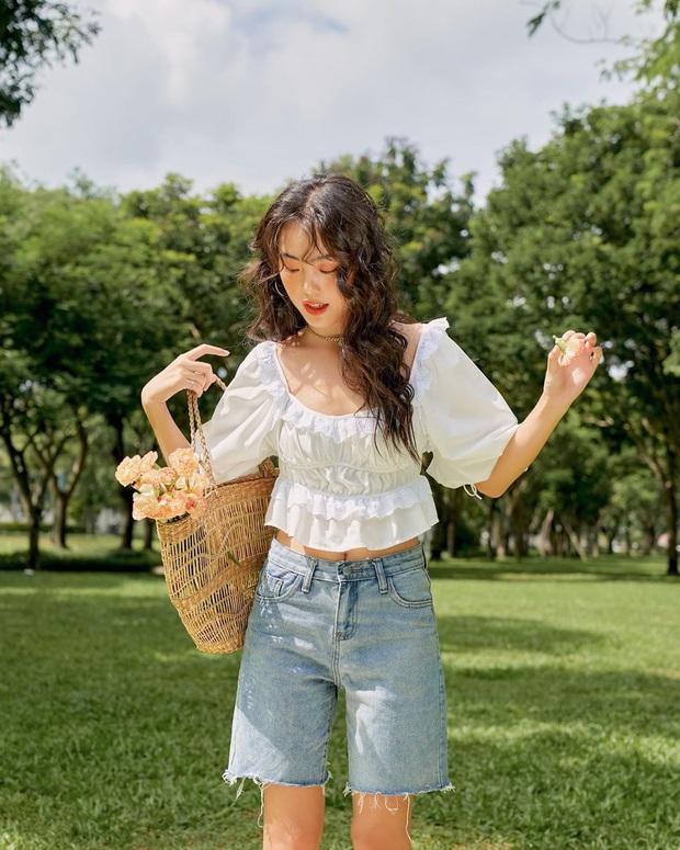 """Áo blouse xếp bèo thấy """"bánh bèo"""" nhưng diện lên rất xinh, 10 item giá """"mềm"""" chỉ từ 220k sẽ khiến bạn khó kìm lòng - Ảnh 1."""