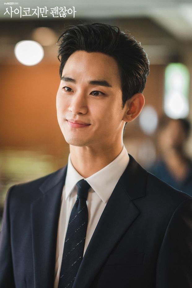 Xuề xòa đến phát nản, Kim Soo Hyun lột xác lồng lộn như tổng tài trong ảnh hậu trường: Nhìn ảnh zoom siêu cận mà choáng! - Ảnh 6.