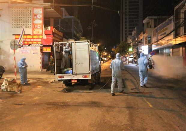 Lịch trình của 8 ca Covid-19 mới tại Đà Nẵng: Bệnh nhân 456 từng dự đám tang và đám giỗ, bệnh nhân 458 đi chợ và phụ em bán trà sữa - Ảnh 2.