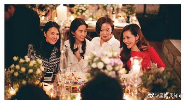 Ảnh cực hiếm khi làm phù dâu của Lưu Diệc Phi: Xinh như tiên tử thế này bảo sao cô dâu nào cũng ngại mời - Ảnh 8.