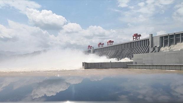 Lượng nước xả ra từ đập Tam Hiệp đạt mức kỷ lục - Ảnh 1.