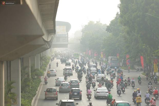 Ảnh: Hà Nội lại mù mịt vì ô nhiễm không khí nghiêm trọng, cảnh báo ảnh hưởng đến sức khỏe người dân - Ảnh 3.