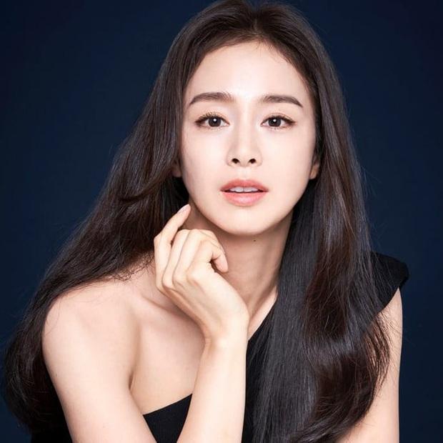 Một mình Kim Tae Hee đứng giữa 3 tin chấn động Kbiz trên top Naver, tất cả chỉ nhờ... 4 bức ảnh đẹp xuất thần - Ảnh 3.