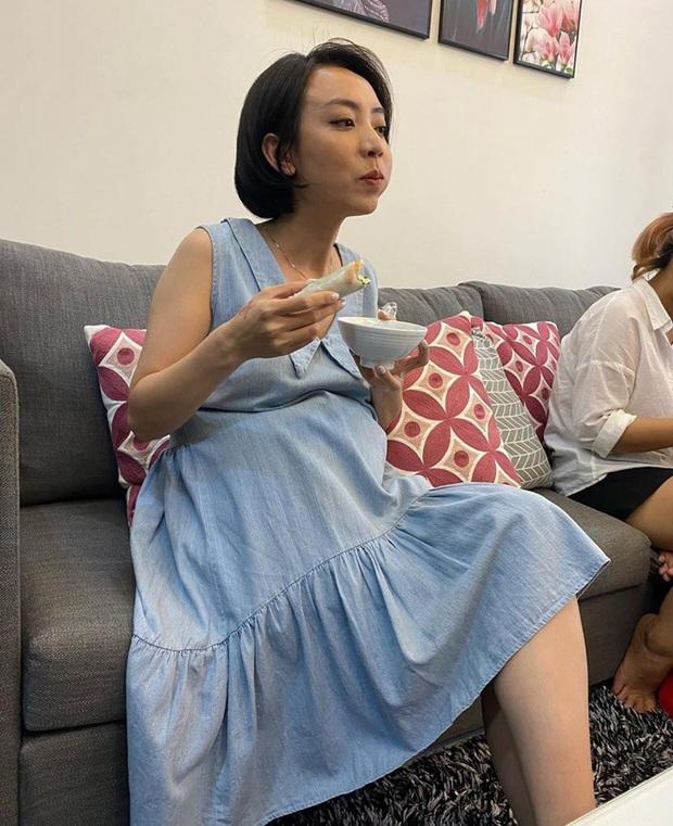 """Thu Trang tự khoe ảnh lộ bụng to rõ cùng lời khẳng định """"Andy có em"""", chuyện gì đây? - Ảnh 3."""