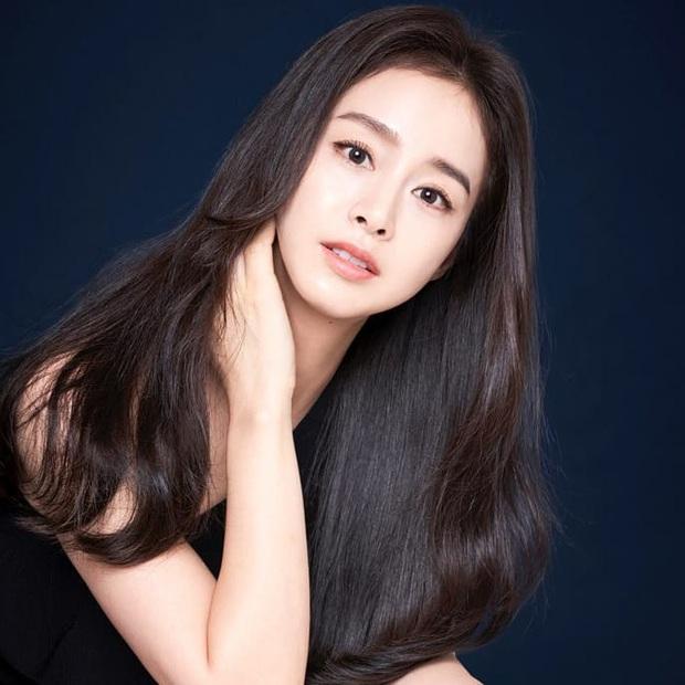 Một mình Kim Tae Hee đứng giữa 3 tin chấn động Kbiz trên top Naver, tất cả chỉ nhờ... 4 bức ảnh đẹp xuất thần - Ảnh 5.