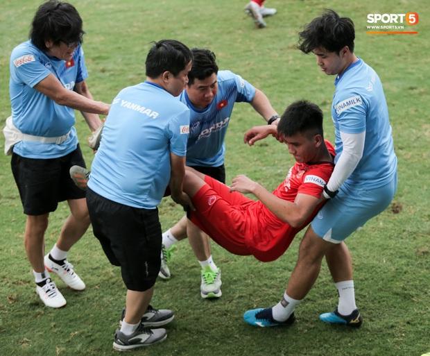 Lứa đàn em Quang Hải lộ hình ảnh yếu như sên sau bài kiểm tra đơn giản của HLV Park Hang-seo - Ảnh 6.